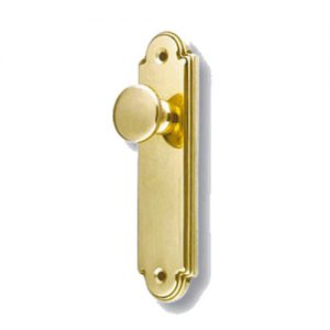 tirador dorado para puerta